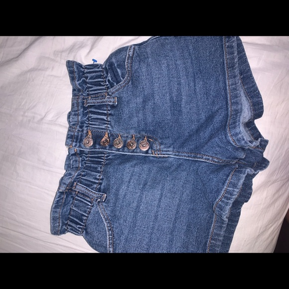 Ruffled slip on jean shorts